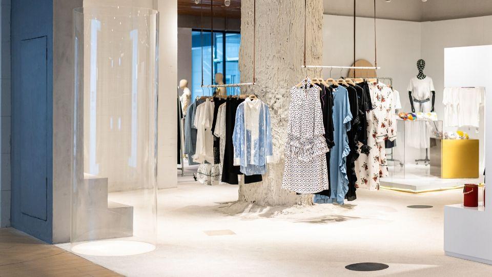 Shopping primavera estate e sanificazione dei vestiti