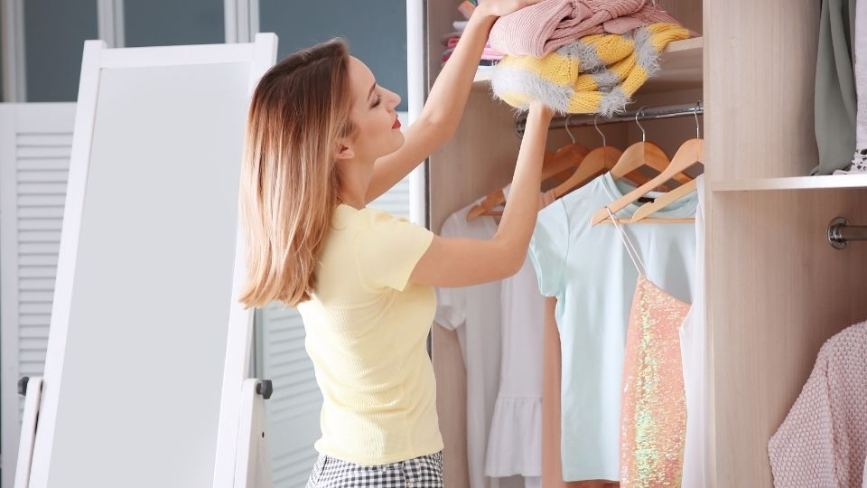 Decluttering e armadio: cosa eliminare senza pensieri